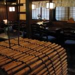 1F席(井戸とテーブル席)